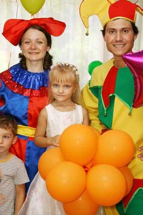 Малышки с подарками костюмированное поздравление